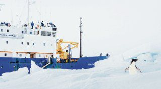 Hielo complica rescate de barco