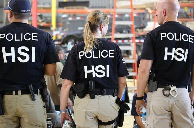 Detienen a 680 inmigrantes sin papeles en varias fábricas de Misisipi