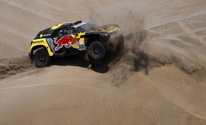 Loeb gana su tercera etapa del Dakar y escala al segundo lugar en autos