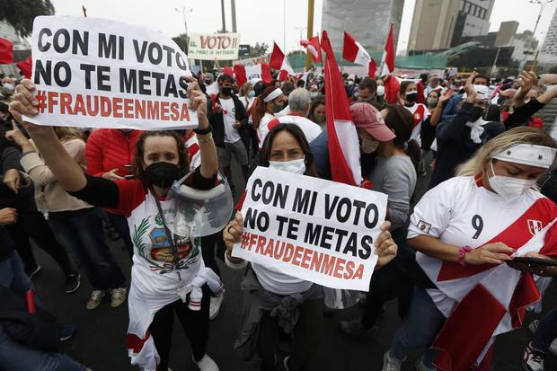 Jurados electorales peruanos comienzan la revisión de los votos impugnados