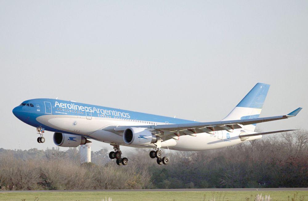 Argentina limita vuelos por temor a variante de Covid-19