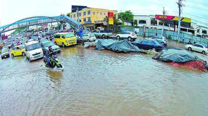 Inundaciones afectan vías y 30 casas en Juan Díaz
