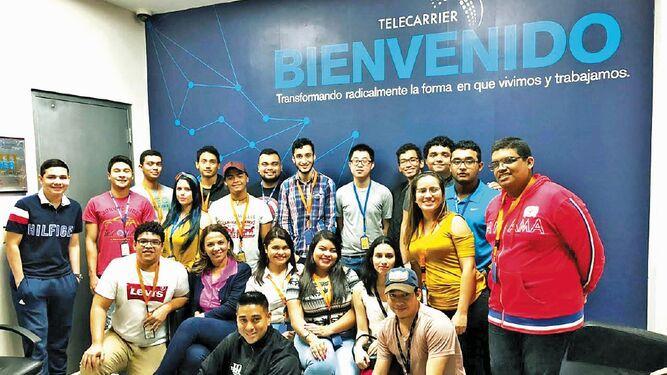 Estudiantes de la UTP visitaron el Data Center de Telecarrier