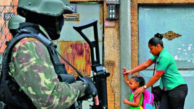 Vasta operación militar en favelas de Río