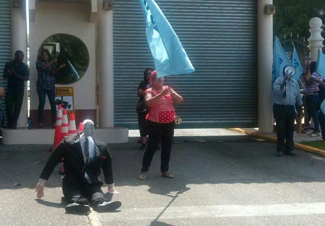 Anfacss protesta en Clayton