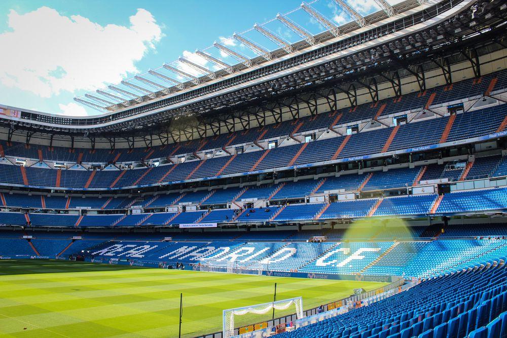 El estadio Santiago Bernabéu se convierte en un almacen de material contra el coronavirus