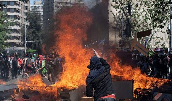Sebastián Piñera  pide perdón y anuncia medidas sociales para acallar protestas