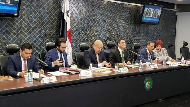 Comisión de Comercio posterga para el próximo lunes análisis de modificaciones a ley de contratación pública