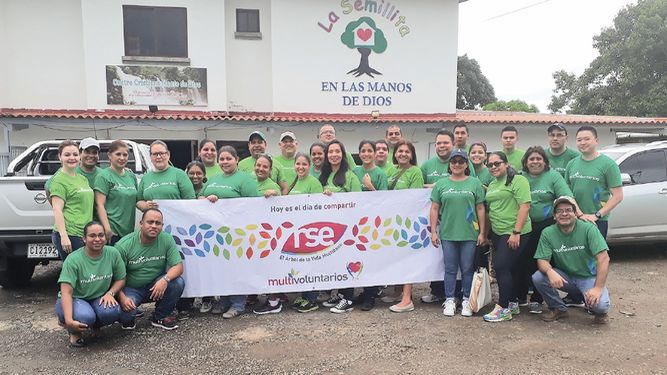Multivoluntarios comparten enla Casa Hogar La Semillita