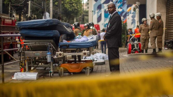 Al menos 10 muertos en incendio en un hospital de Río de Janeiro
