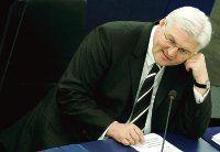 Ministro alemán pide discutir plan misilístico