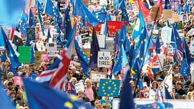 Parlamento pospone decisión sobre acuerdo para el brexit