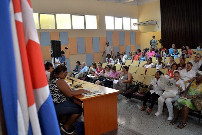 Cuba debate su 'Constitución' en el aniversario del nacimiento de Fidel Castro