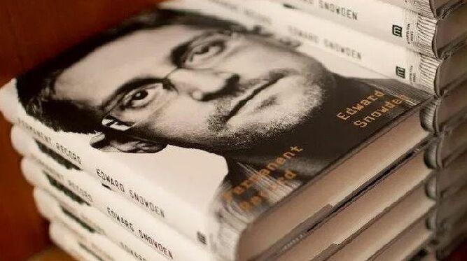 El libro de Snowden: éxito en ventas y el favorito de los hackers