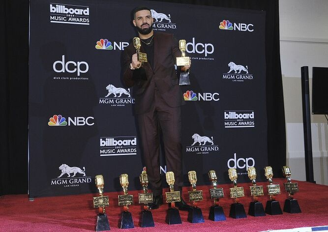 Drake rompe récord de Taylor Swift en los Premios Billboard