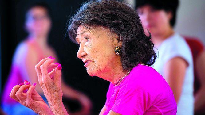 La decana mundial del yoga tiene 98 años