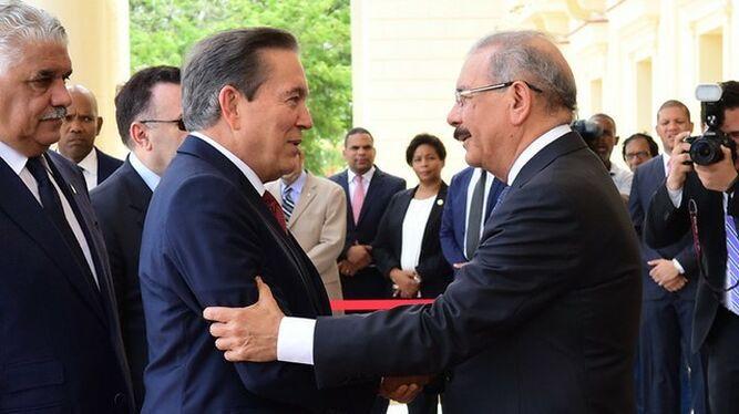 Cortizo viaja a la República Dominicana para conocer programas del gobierno de Danilo Medina