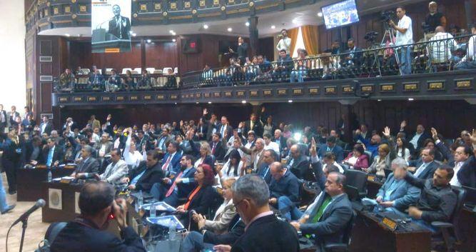 Asamblea venezolana aprueba antejuicio simbólico contra Nicolás Maduro