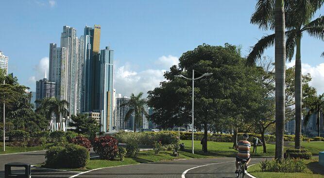 Panamá compite para atraer más inversión española