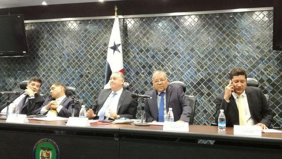 Comisión de Credenciales aprueba método de consultas para ratificación
