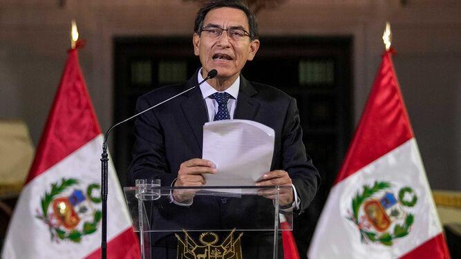 Presidente peruano afianza su poder después de disolver el Congreso