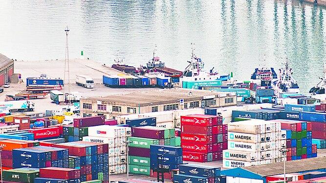 España reduce su déficit comercial