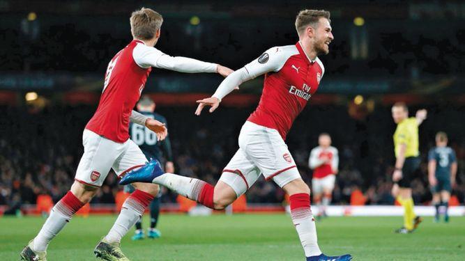 Arsenal y Atlético partieron con ventaja en juegos de ida