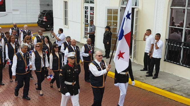 Panamá le rinde homenaje a los símbolos patrios