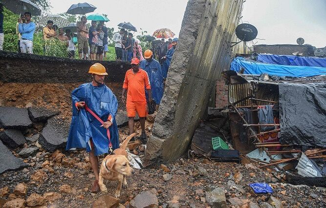 Al menos 15 muertos al desplomarse un muro tras fuertes lluvias en India