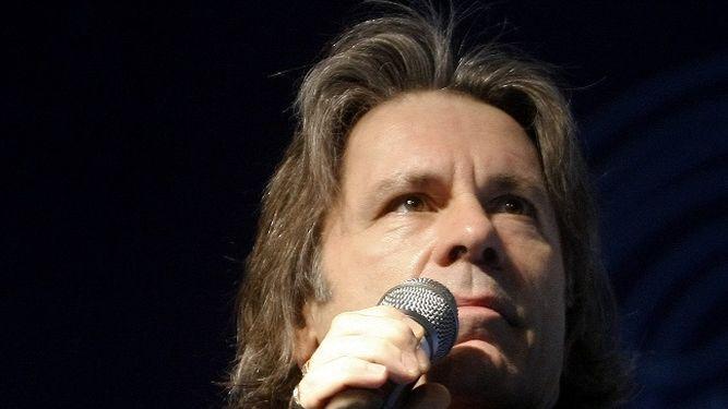 El cantante de Iron Maiden anuncia que padece un cáncer de lengua