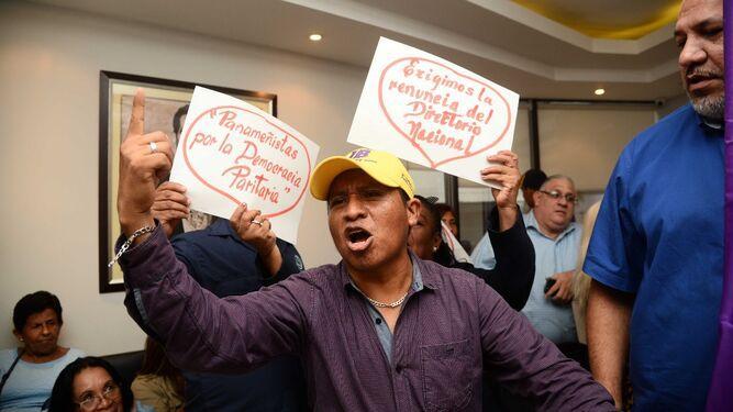 Se multiplican voces que piden renuncia de la cúpula Panameñista