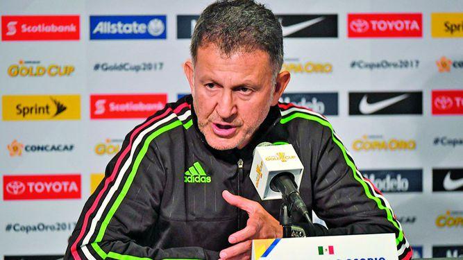 Vela y Dos Santos jugarán ante Bosnia