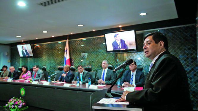 Diputados dilatan denuncias contra magistrados
