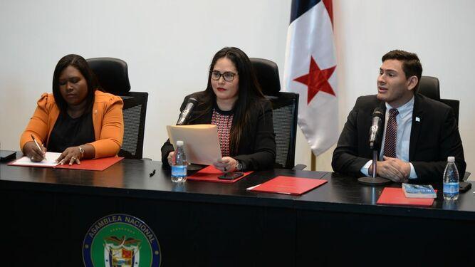 Samira Gozaine no acude a la Asamblea;  Zulay Rodríguez habla de conducción