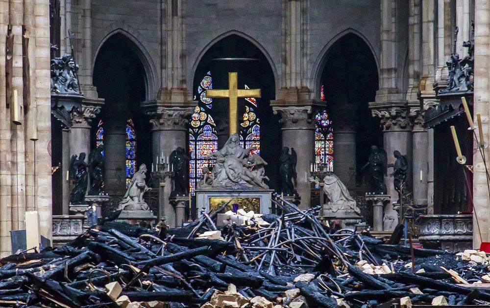 Bomberos evitaron que Notre Dame se quemara hasta cimientos