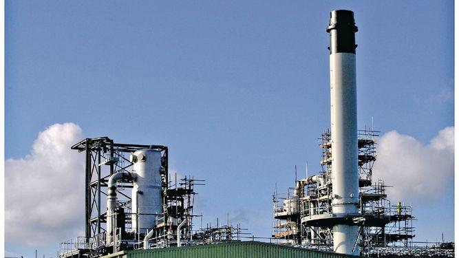 EU podría obligar a refinerías a aumentar uso de biocombustibles