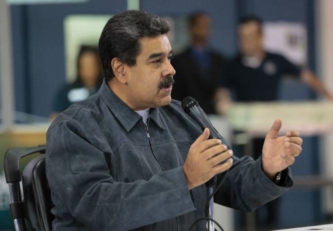 Maduro lanza bono respaldado en 'lingoticos de oro' para recuperar ahorro