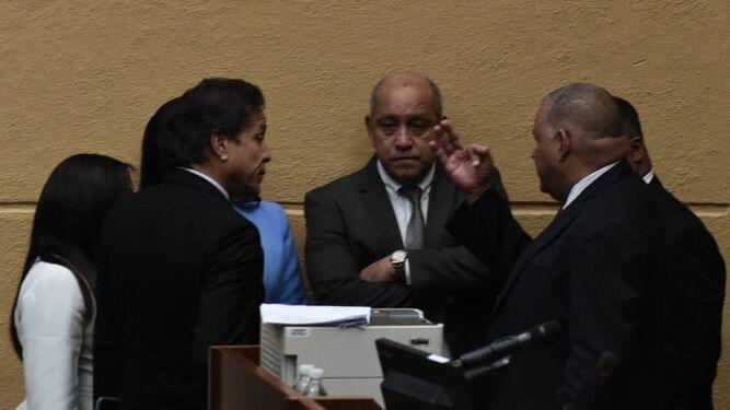 Negociaciones en la Asamblea: una tarde de gritos y reclamos