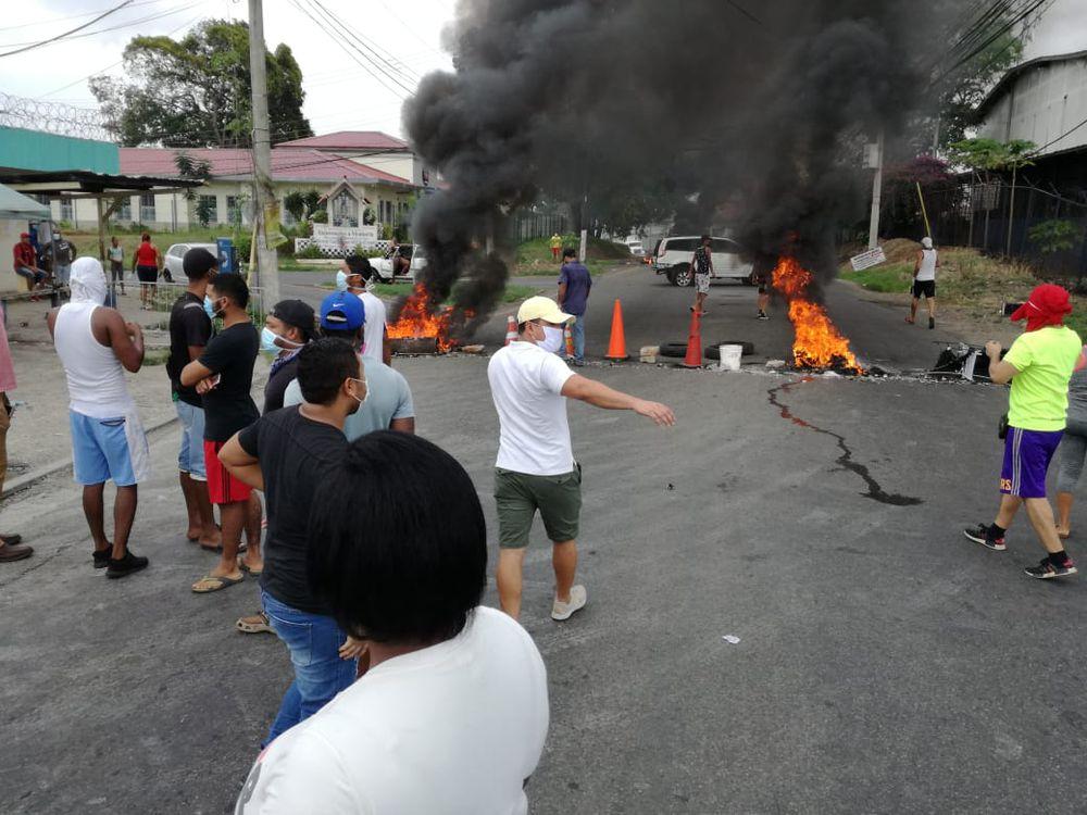 Cierre de calles en varios puntos de la capital,  Panamá Oeste y Colón. 'Queremos bonos. De aquí no nos vamos a mover'