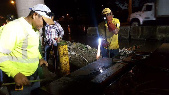 MOP asegura la estructura del puente de Villa Lucre para luego repararlo