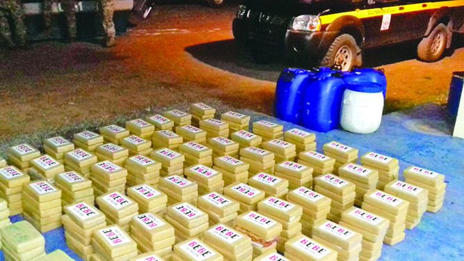 Decomisan paquetes de cocaína en las costas de Aguadulce