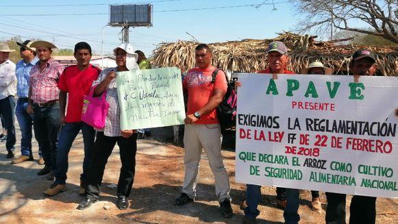 Productores cierran parcialmente la carretera Interamericana