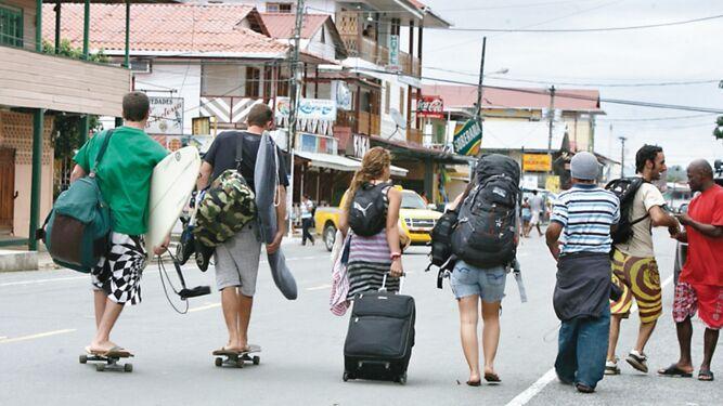 Allanan camino para obras en isla Colón