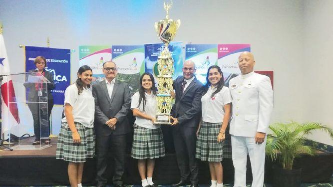 La banda del Colegio Las Esclavas recibe reconocimiento