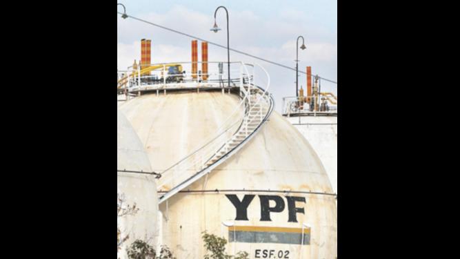YPF y Malasia Petronas invertirán $2,300 millones