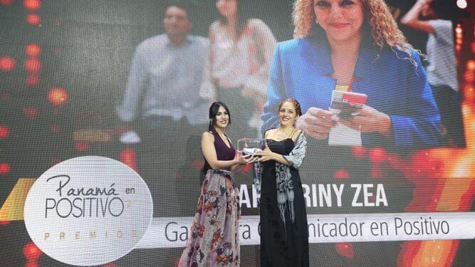 Periodista de 'La Prensa', Mary Triny Zea, es galardonada en 'Panamá en Positivo'