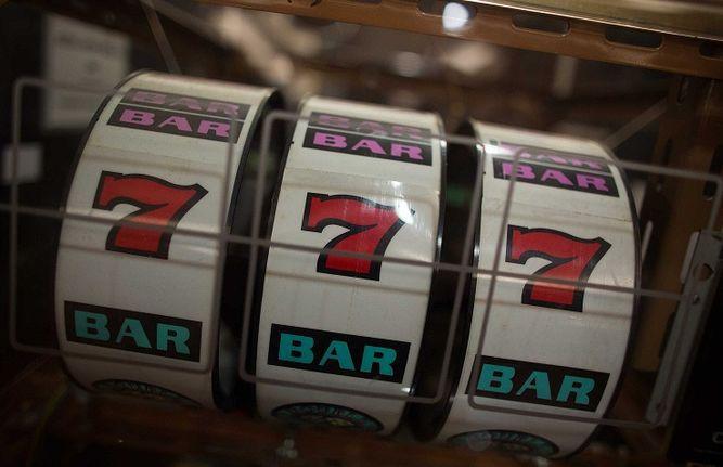 JCJ extiende concesiones de casinos y del hipódromo
