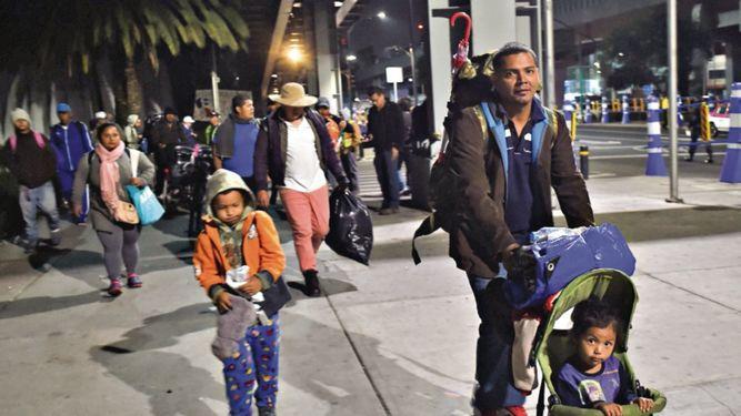 Unos 5 mil migrantes dejan México y continúan hacia EU