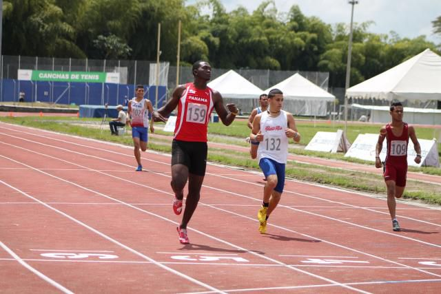 Delisser también se lleva el oro en los 200 metros