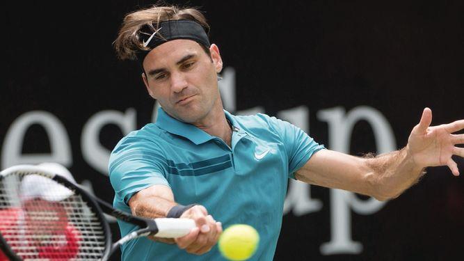 Federer vence a Raonic y se titula en torneo de Stuttgart